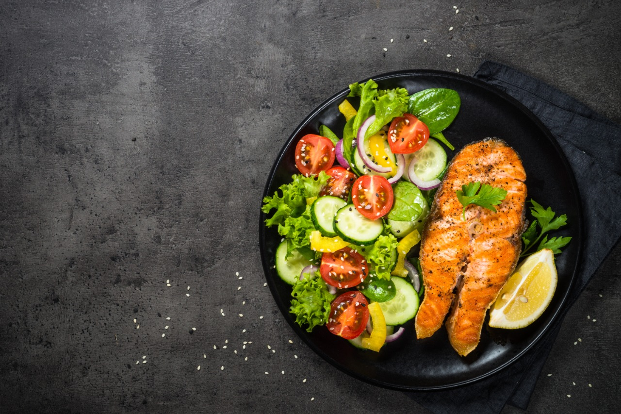 grilled-salmon-fish-steak-with-vegetables